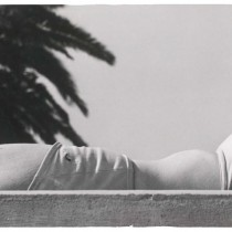 Guy Bourdin: La Baigneuse, silver gelatine print, ca. 1950-1953, 14,7 x 24,6 cm, From the private archive of Guy Bourdin (previously unreleased) © The Estate of Guy Bourdin, 2013